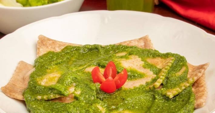 Raviolli integral recheado com mussarela de búfula ao molho pesto